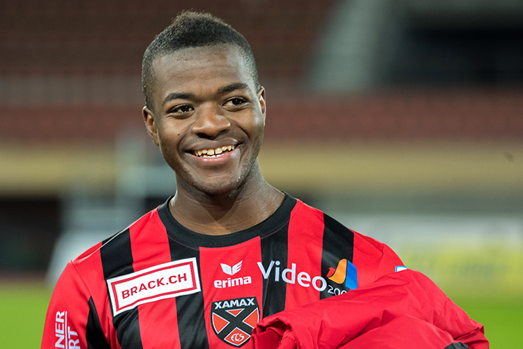 Freddy Mveng, souriant, en fin de rencontre au Stade de la Pontaise. © Oreste Di Cristino