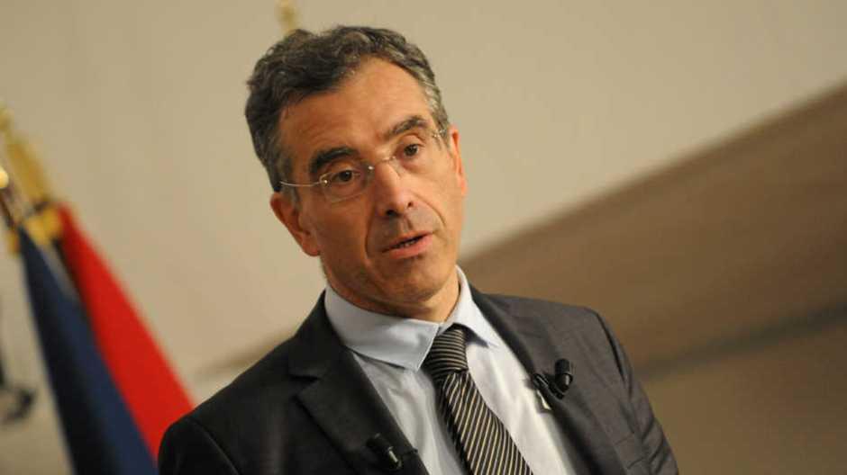 Dominique Reynié, politologue et tête de liste LR et alliés en Midi-Pyrénées et Languedoc-Roussillon, incarne un intellectuel s'immisçant dans la vie politique française.