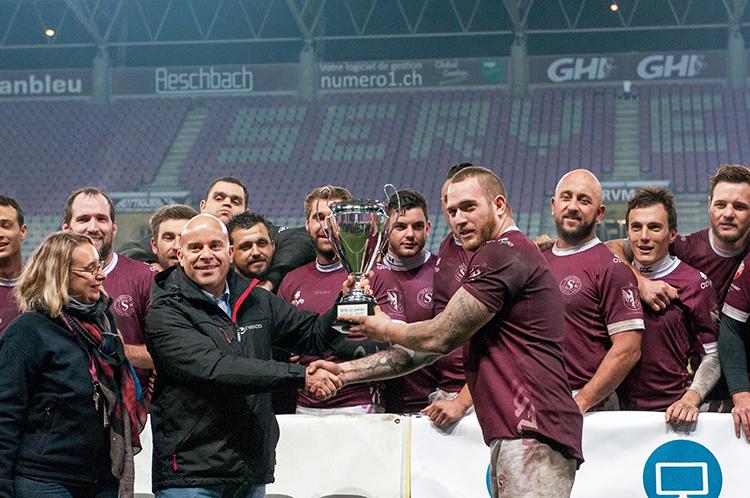 La cérémonie de remise de Coupe au Servette RC. © Oreste Di Cristino