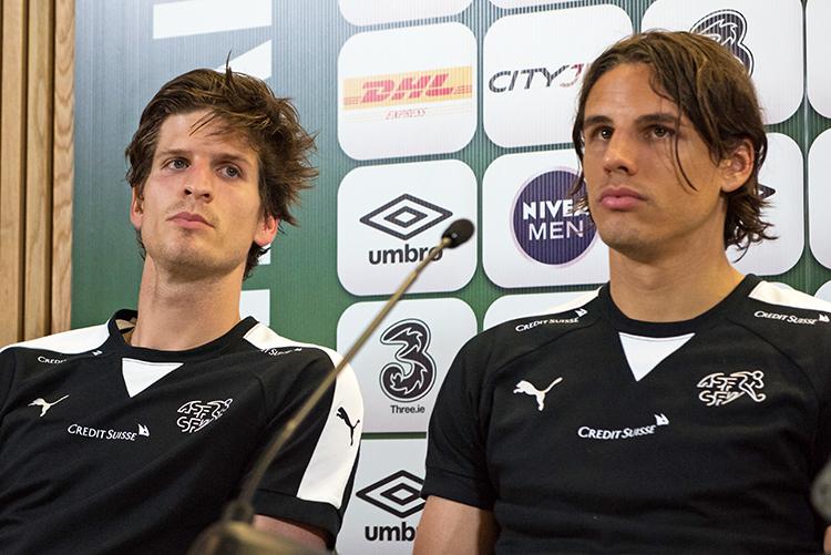 """Timm Klose et Yann Sommer n'ont pas manqué de rappeler qu'il était """"important de se retrouver ensemble"""". © Oreste Di Cristino"""