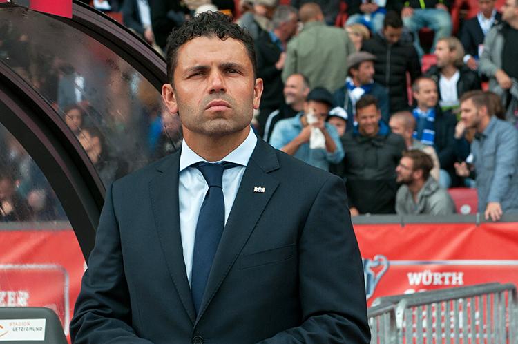 L'entraîneur du FC Zürich avant le coup d'envoi de la finale au Letzigrund Stadion. © Oreste Di Cristino