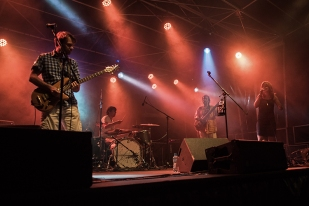 La fringante Loénaï sur la scène des estivales de Pully. © Oreste Di Cristino