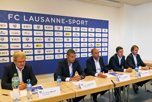 La tablée de la conférence de presse d'avant-saison du FC Lausanne-Sport. © Oreste Di Cristino