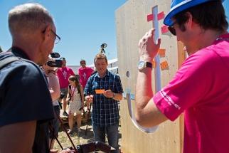 Daniel Rossellat lors de la visite guidée du site du festival. © Oreste Di Cristino