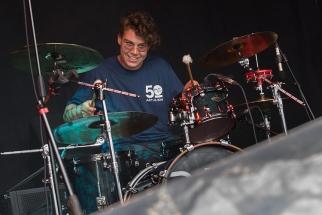Christian, ancien camarade de classe de Pat Burgener, sur la scène du Parc de Vernex à Montreux. © Oreste Di Cristino