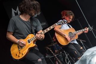 Les frères Burgener (Max et Pat) sur la scène du Parc de Vernex à Montreux. © Oreste Di Cristino