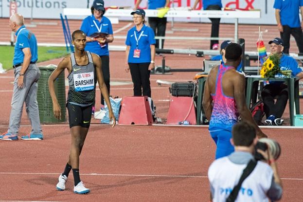 Mutaz Essa Barshim (QAT) perplexe face à Erik Kynard (USA). La barre des 2,35 mètres ne résiste encore à aucun des concurrents. © Oreste Di Cristino