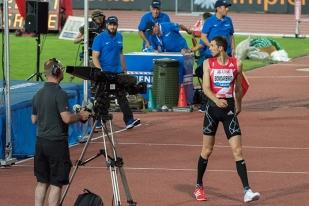 Bohdan Bondarenko est déçu. Le regard vers le tapis, il a manqué son troisième essai à 2,35 mètres. Quatrième place en conséquence pour le vice-champion du monde ukrainien. © Oreste Di Cristino
