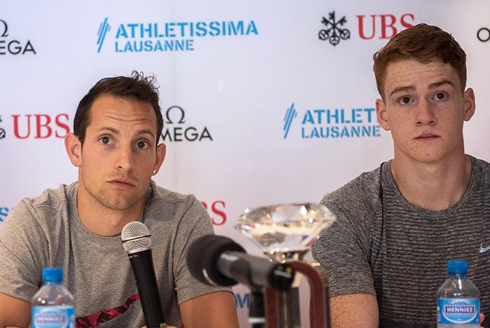 Le Français Renaud Lavillenie (à gauche) et le Canadien Shawn Barber en conférence de presse d'Athletissima 2016 mercredi après-midi 24 août. © Oreste Di Cristino