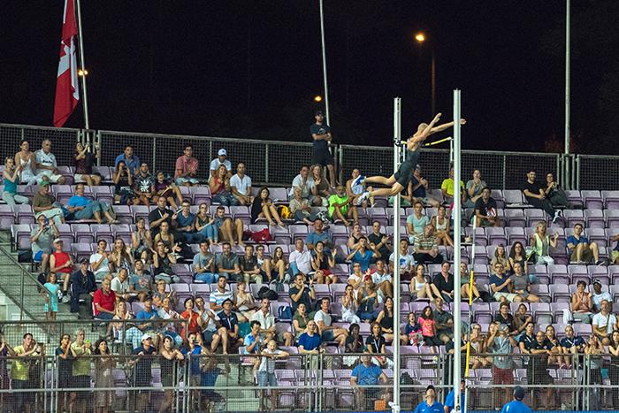 L'Américain Sam Kendricks réussit l'exploit local des 5,92 mètres. Le record du stade est établi à la perche. © Oreste Di Cristino