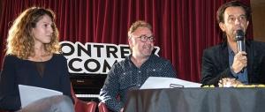 Le trio de la direction du Montreux Comedy Festival en conférence de presse. De gauche à droite: Chloée Coqterre, directrice exécutive, Jean-Luc Barbezat, conseiller artistique et Grégoire Furrer, Président et Fondateur du Festival. © Oreste Di Cristino