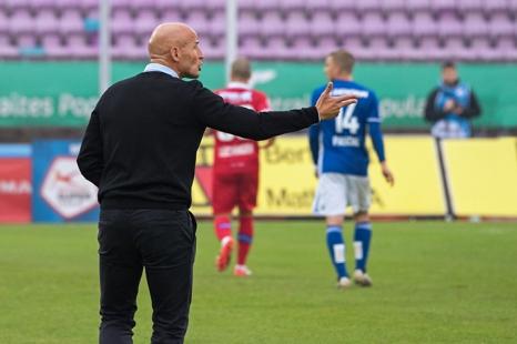 Peter Zeidler demande toujorus plus de pressing; son FC Sion domine le LS 2-0 à la Pontaise. © Oreste Di Cristino