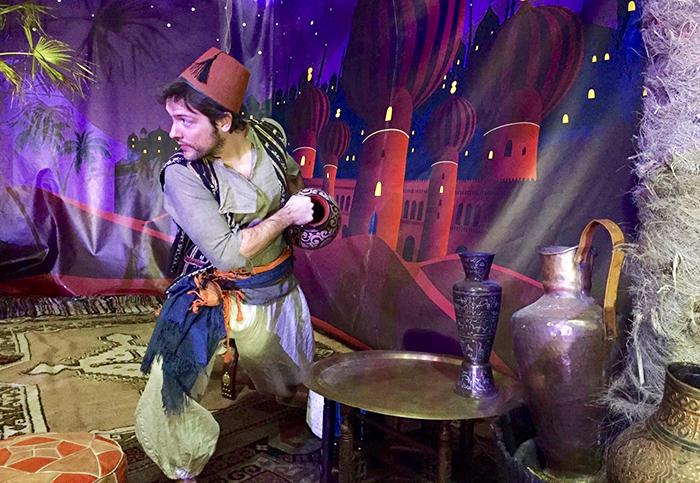 Aladdin mis en scène à Moudon. Une comédie musicale proposée par l'école Perakis Roehrich et mis en scène par Frédéric Joye. Crédit photo libre.
