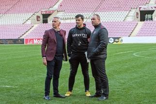 Marc Bouchet, Président du Servette Rugby Club (à gauche), Guillaume Boussès (entraîneur) et Alain Studer (directeur sportif) au terme de la rencontre ayant opposé le SRC à l'Ovale Reins d'Amplepuis (127-3). © Oreste Di Cristino