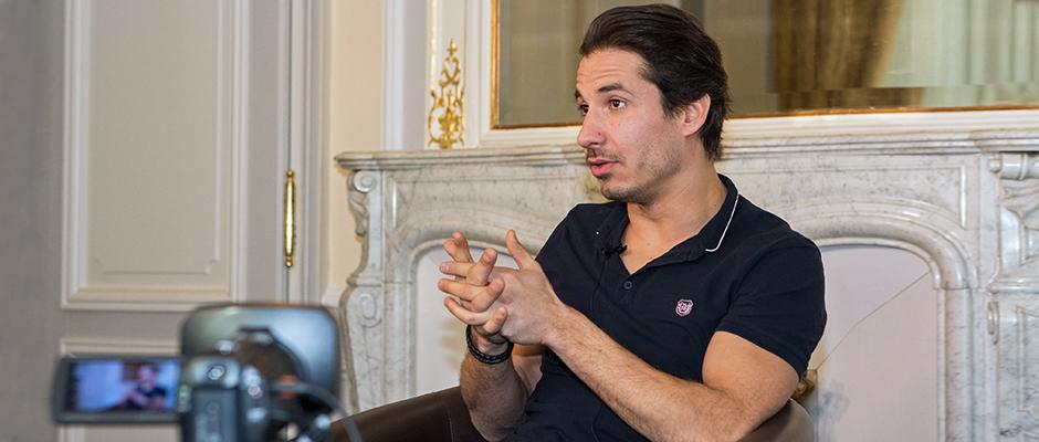 Jérémy Ferrari en interview avec leMultimedia.info au Swiss Majestic de Montreux. © Oreste Di Cristino
