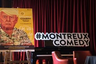 L'affiche sur fond jaune du Montreux Comedy Festival illustrant le 45e Président des États-Unis élu, Donald Trump. © Oreste Di Cristino