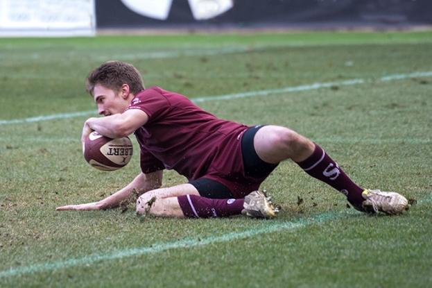 Florian Escoffier aplatit trois fois en première période, permettant à Servette de creuser l'écart face aux Simandrins. © Oreste Di Cristino