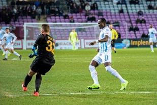 Raphael Dwamena, nouvel atout majeur du FC Zürich – entré à la 61e minute – n'aura pas réussi à faire plier la défense servettienne ce lundi. © Oreste Di Cristino / leMultimedia.info
