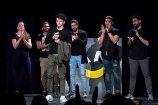 Mehidin Susic est déclaré vainqueur de l'édition 2017 du Banane Comedy Club, devant Sacha Porchet. © Yves Di Cristino / leMultimedia.info