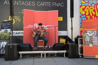 L'artiste a auparavant livré un showcase sur le parvis de la Fnac à Lausanne (15h). © Oreste Di Cristino / leMultimedia.info