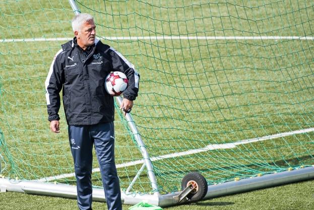 Vladimir Petkovic a mené le premier entraînement de l'Équipe de Suisse à Tórshavn. © Oreste Di Cristino / leMultimedia.info