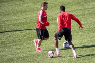 Xherdan Shaqiri et Johan Djourou à l'entraînement à Tórshavn. © Oreste Di Cristino / leMultimedia.info