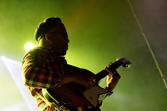 Pascal Danaë à la guitare,... © Oreste Di Cristino / leMultimedia.info