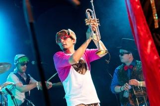 "Anthony à la trompette sur la scène du ""Music in the Park"". © Oreste Di Cristino / leMultimedia.info"