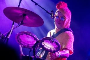 Azdier à la percussion. © Oreste Di Cristino / leMultimedia.info