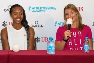 Sarah Atcho, souriante aux côtés de la championne du monde Dafne Schippers. © Oreste Di Cristino / leMultimedia.info