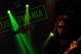 Romain Deshusses à la guitare et au chant au Lisztomania le vendredi 30 juin. © Oreste Di Cristino / leMultimedia.info