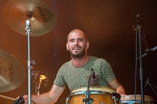 Thibaut Chipo aux percussions... © Oreste Di Cristino / leMultimedia.info