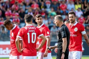 L'équipe du Benfica Lisbonne – Jonas en premier plan (10) – en pleine déconvenue sur la pelouse de la Tissot Arena de Bienne samedi après-midi. © Oreste Di Cristino / leMultimedia.info