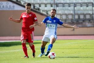 Marco Delley, pour ses premières minutes avec le maillot du LS, aux prises avec Quentin Maceiras (à gauche). © Oreste Di Cristino / leMultimedia.info