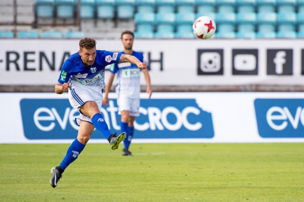 Francesco Margiotta a conclu plusieurs fois au but mais le ballon n'a jamais inquiété Anton Mitryushkin. © Oreste Di Cristino / leMultimedia.info