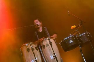 Les musiciens accompagnant Boogát sur la scène du Dôme mardi après-midi. © Oreste Di Cristino / leMultimedia.info