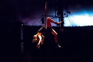 Après la conférence de presse, le cirque Pardi! a proposé une partie de son spectacle BorderLand à La Ruche. © Oreste Di Cristino / leMultimedia.info