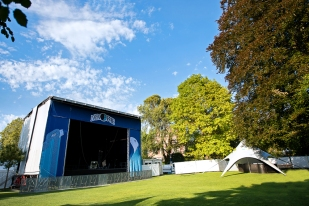 Le site du festival. L'ensemble de l'espace qui sera investi par les festivaliers vendredi 25 et samedi 26 septembre. © Oreste Di Cristino / leMultimedia.info