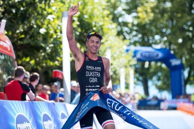 Le Britannique Ben Dijkstra remporte l'épreuve masculine. © Oreste Di Cristino / leMultimedia.info