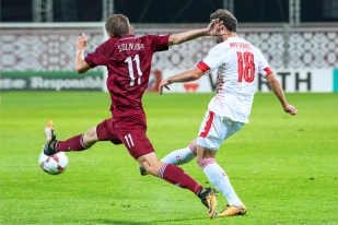 Admir Mehmedi (à droite) au contraste avec Aleksandrs Solovjovs. © Oreste Di Cristino / leMultimedia.info