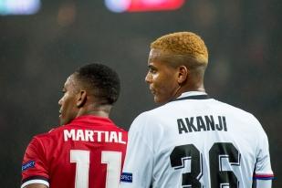 L'international français Anthony Martial devance le Suisse Manuel Akanji. © Oreste Di Cristino / leMultimedia.info