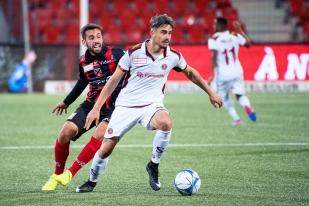 Duels de rencontre: William Le Pogam (à droite) défend son ballon face à Max Veloso de Neuchâtel Xamax FCS. © Oreste Di Cristino / leMultimedia.info