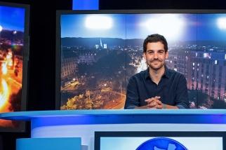 Valentin Emery, jeune rédacteur en chef adjoint de Léman Bleu et présentateur du journal télévisé. © leMultimedia.info / Oreste Di Cristino