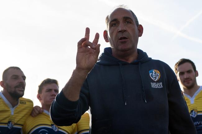 Éric Andreu, entraîneur des Chevaliers, a su gérer les absences en nombre pour composer son juste XV de départ. © leMultimedia.info / Oreste Di Cristino