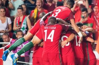 Le cri de joie de la sélection portugaise lors du second but d'André Silva en seconde période. © leMultimedia.info / Oreste Di Cristino