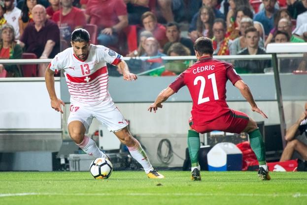 Ricardo Rodriguez tente de se démarquer de Cédric. Le Portugais prendra le dessus sur le latéral gauche de l'AC Milan. © leMultimedia.info / Oreste Di Cristino