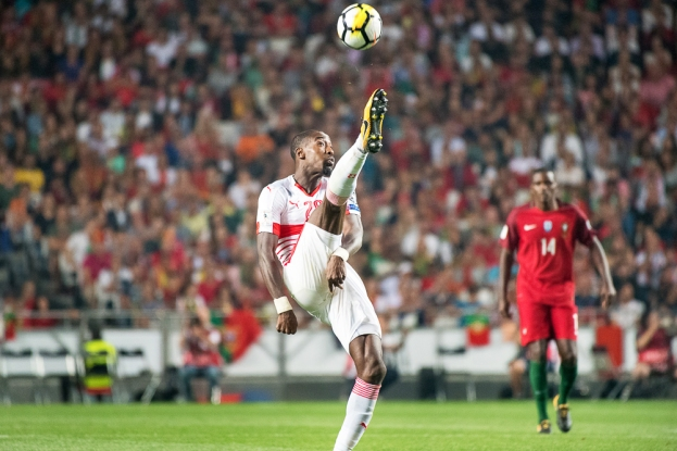 Johan Djourou repousse le danger, momentanément. © leMultimedia.info / Oreste Di Cristino