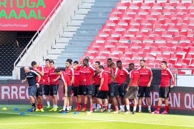 L'Équipe de Suisse s'est entraînée une dernière fois sur la pelouse de l'Estádio da Luz de Lisbonne avant le grand saut. © leMultimedia.info / Oreste Di Cristino
