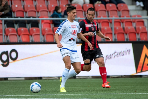 Raphaël Nuzzolo (à droite) est toujours aussi prolifique pour Neuchâtel Xamax FCS. © leMultimedia.info / Oreste Di Cristino