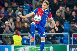 Michael Lang et le FC Bâle ont porté la gestion du ballon 45 minutes de jeu durant. © leMultimedia.info / Oreste Di Cristino
